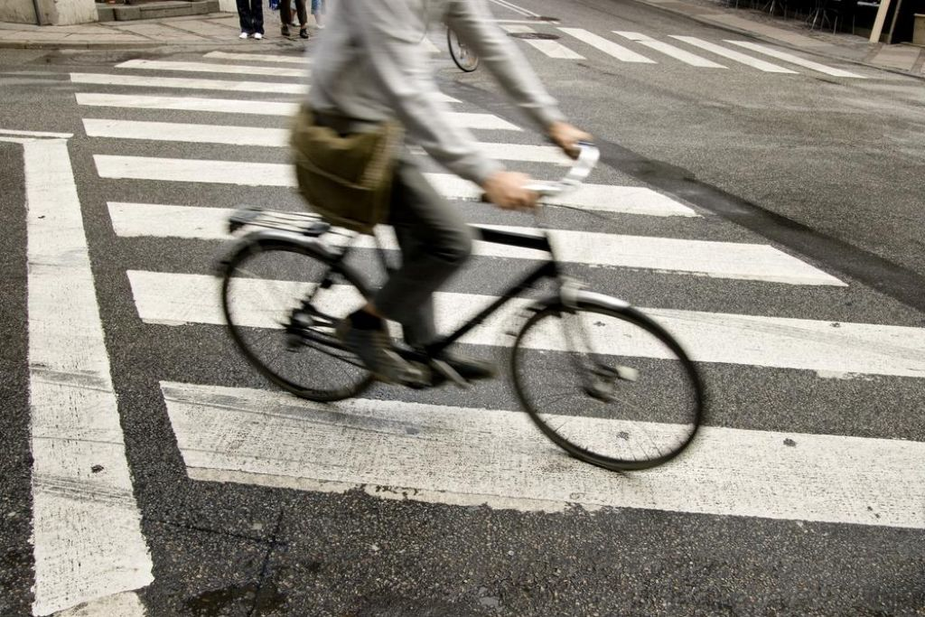 Tisoč dvesto evrov vas bo stalo, če boste vozili kolo pod vplivom alkohola