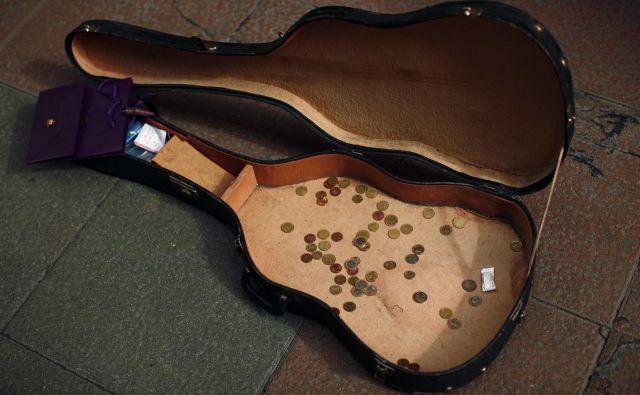 Glasbeniki in samozaposleni v kulturi preživljajo še težje čase. Foto: Reuters