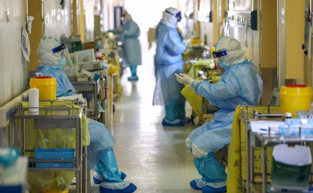 Na Kitajskem je od začetka širjenja koronavirusa umrlo okoli 3200 ljudi. FOTO: AFP