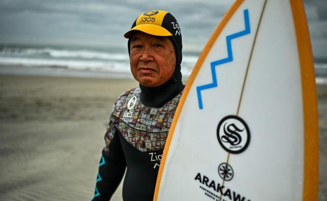 Cunami je Kodžiju Suzukiju odnesel vse, razen življenja in ljubezni do deskanja. FOTO: AFP