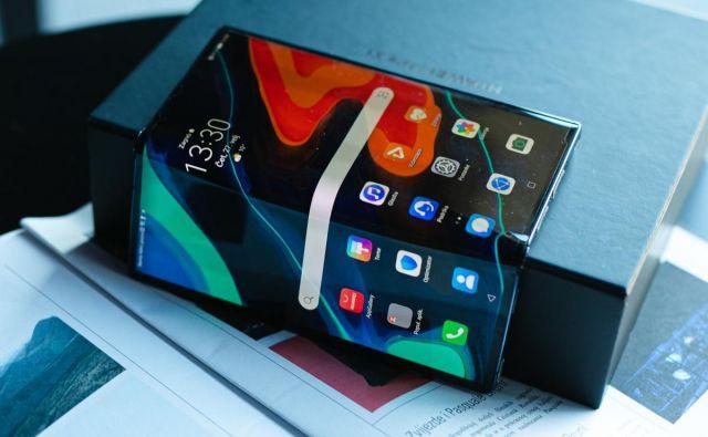 Huawei Mate Xs je zložljiv pametni telefon z dvema zaslonoma. FOTO: Huawei