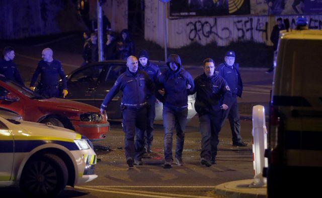 Policijska intervencija na Dunajski cesti v Ljubljani. FOTO: Blaž Samec/Delo