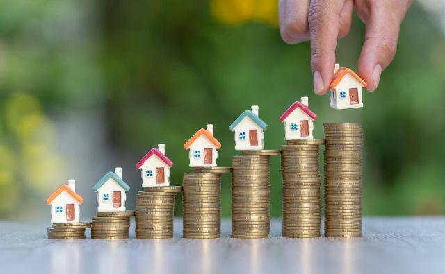 Razmerje med letnim zneskom odplačila dolga in letnim neto dohodkom kreditojemalca ne sme preseči 50 odstotkov za kreditojemalce, ki imajo do 1700 evrov neto plače, oziroma 67 odstotkov za del kreditojemalčevega dohodka, ki presega omenjeni prag. Foto Shutterstock