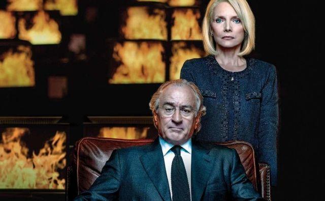 Robert De Niro in Michelle Pfeiffer sta Bernieja in Ruth Madoff upodobila v filmu HBO <em>The Wizard of Lies</em> (<em>Čarovnik laži</em>) iz leta 2017.<br /> Foto promocijsko gradivo