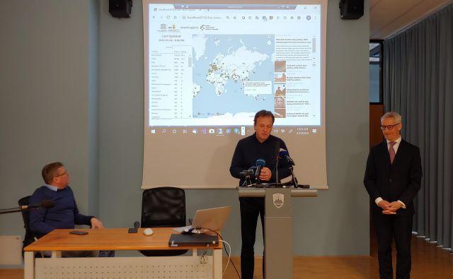 Na ministrstvu za izobraževanje sta predstavnika Instituta Jožef Stefan in minister Jernej Pikalo predstavila načrte za oblikovanje mednarodnega centra za razvoj umetne inteligence. FOTO: Delo