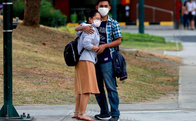 K sreči je valentinovo že mimo, a romantičnim zvezam čas epidemije res ni naklonjen. FOTO: Eloisa Lopez/Reuters