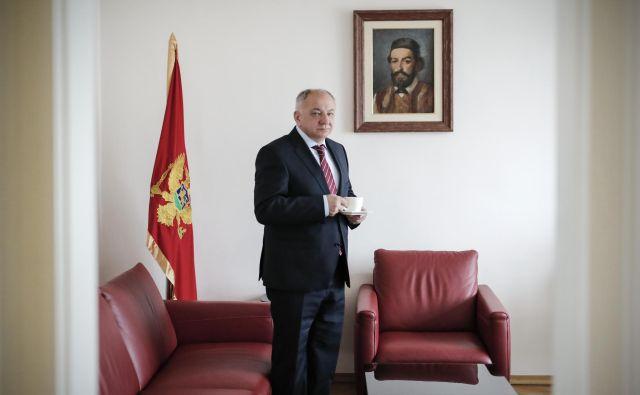 Vujica Lazović, veleposlanik Črne gore v Ljubljani, zaupa ukrepom slovenske države v boju za omejitev širjenja okužbe s koronavirusom. FOTO: Uroš Hočevar/Delo
