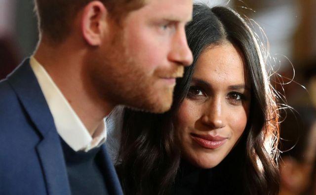 Princ Harry je lažni Greti in njenemu očetu povedal, da je zaradi desetih let, ki jih je preživel v vojski, mnogo bolj normalen, kot bi njegova družina rada verjela. FOTO: Reuters