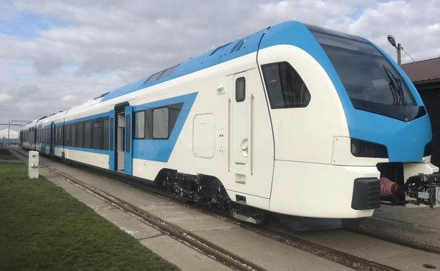 Po domačih tirih se bodo do konca leta novili novi vlaki Stadler. FOTO: Slovenske železnice