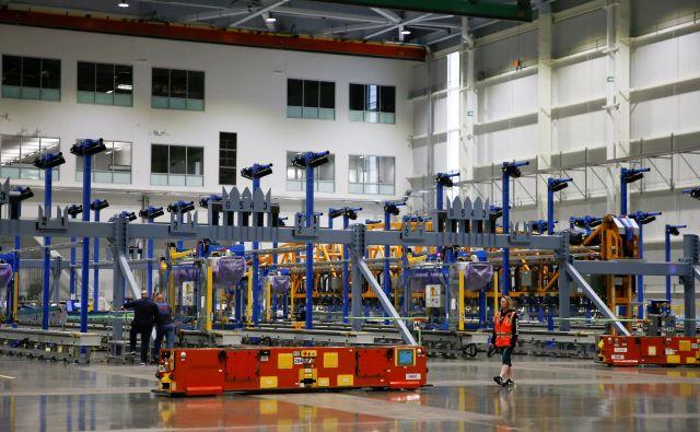 V sodobnih skladiščih je vse več avtomatiziranih procesov, kar je izziv tudi za izdelovalce viličarjev. FOTO: Reuters