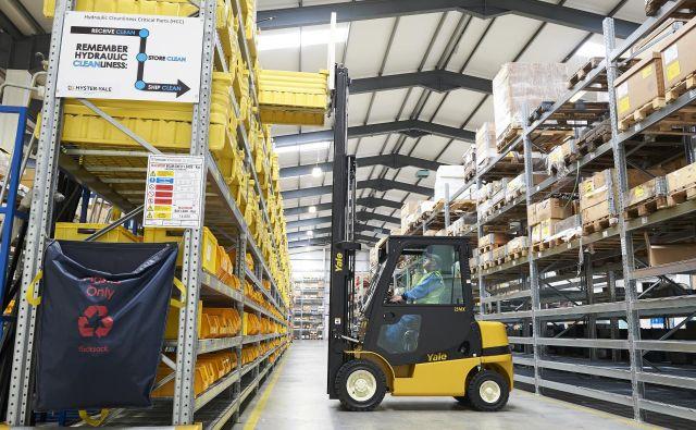 Večino viličarjev uporabljajo v skladiščih. FOTO: Yale