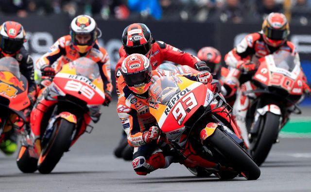 Svetovni prvak razreda motogp Marc Marquez (93) in njegovi izzivalci bodo morali potrpeti do prve dirke v sezoni. FOTO: Reuters