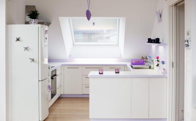 V zadnjih letih so kuhinje postale središče doma, saj prostor ni več namenjen zgolj pripravi hrane, pač pa preživljanju prostega časa in druženju. FOTO: Sonja Ravbar