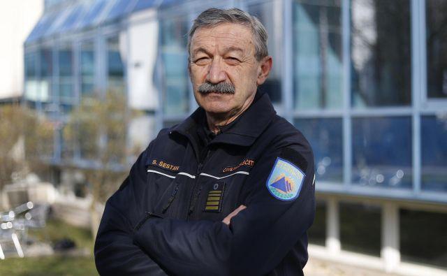 Srečko Šestan, poveljnik Civilne zaščite, koordinira vse dejavnosti pri omejevanju širjenja okužbe s koronavirusom. FOTO: Leon Vidic/Delo