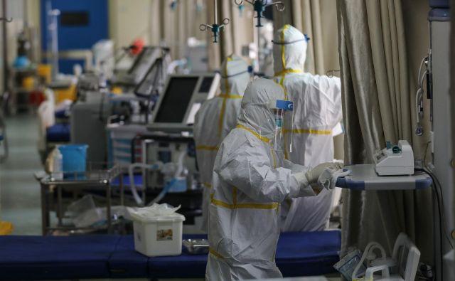 Potem ko se je občutno zmanjšal pritisk na zdravstveni sistem, so na Kitajskem zaprli 16 začasnih bolnišnic, ki so bile prilagojene ali na hitro zgrajene za zdravljenju bolnikov. Foto AFP