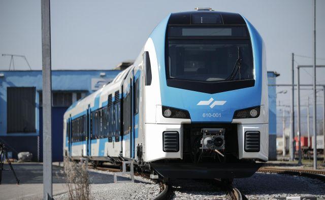 Nova trodelna dieselska Stadlerjeva garnitura potniškega vlaka Slovenskih železnic. FOTO: Uroš Hočevar/Delo