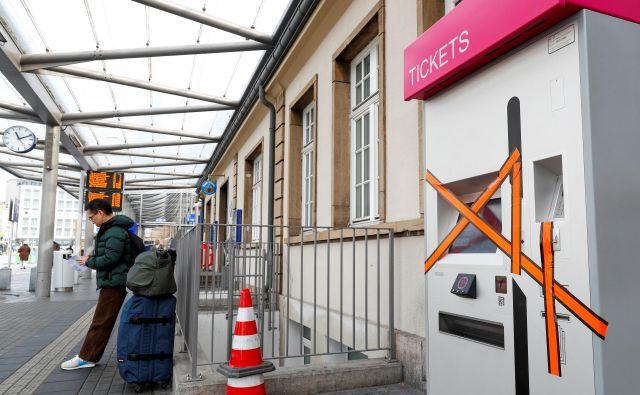 Avtomati za nakup avtobusnih vozovnic niso več potrebni. FOTO: Reuters