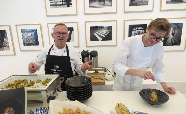 Oče Janez in sin Tomaž Bratovž (Restavracija JB) sta med lanskim Evropskim simpozijem hrane kuhala v Galeriji Kresija. FOTO: Špela Ankele