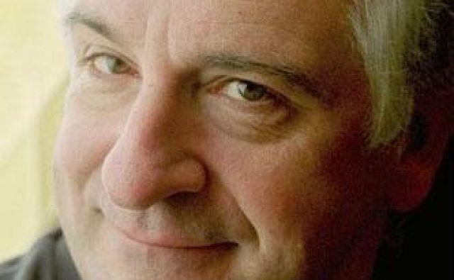 Oboževalcem Douglasa Adamsa je kristalno jasno, zakaj je nujno praznovati 42. obletnico Štoparskega vodnika. FOTO: dokumentacija Dela