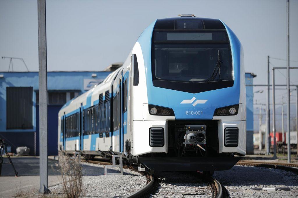 FOTO:Novi vlaki najprej po kamniški in dolenjski progi