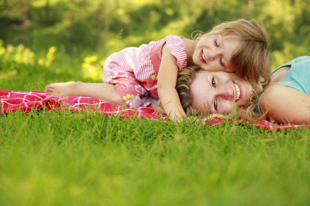FOTO:Nedelo nagrajuje ob materinskem dnevu