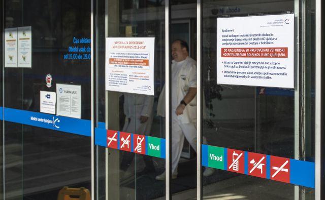 V UKC pravijo, da imajo izredne razmere in se ne morejo ukvarjati še z iskanjem rešitev za odpadke. FOTO: Voranc Vogel/Delo