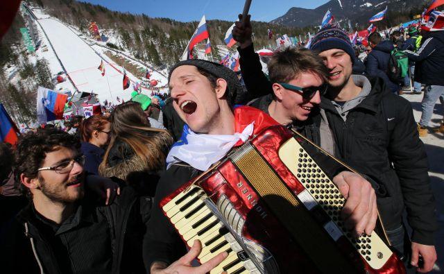 Če bo šlo vse po načrtih, bodo lahko slovenski navijači prihodnjo zimo dvakrat uživali v smučarskih poletih v Planici. FOTO: Tomi Lombar/Delo