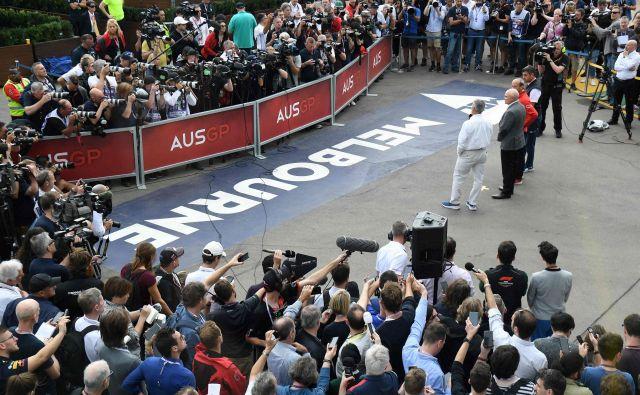 Chase Carey je odločitev o odpovedi VN Avstralije sporočil le nekaj ur pred uradnim treningom. FOTO: AFP