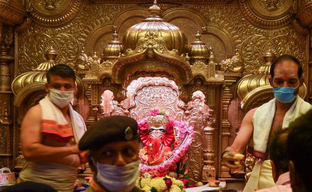 V Indiji so potrdili prvo smtrno žrtev novega koronavirusa. FOTO: Indranil Mukherjee/AFP