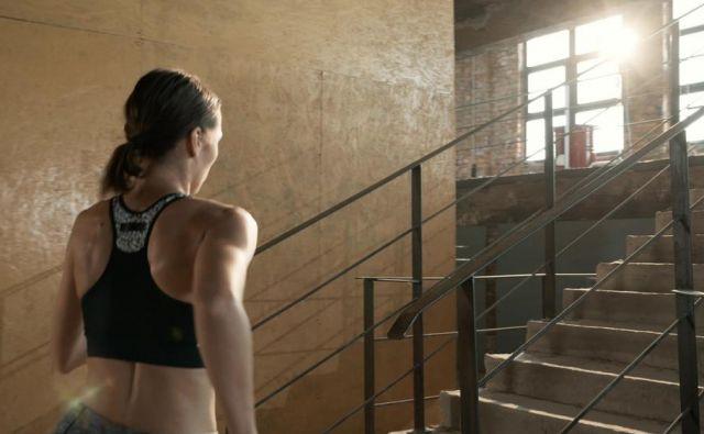 Za vsako prehojeno stopnico, boste pokurili 0.15 kalorije. FOTO: Shutterstock
