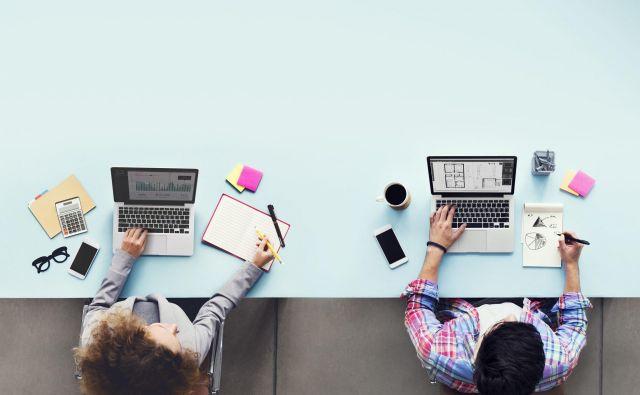 Očistite tipkovnico, stacionarni telefon, pametni telefon in se izogibajte rokovanju. FOTO: Shutterstock