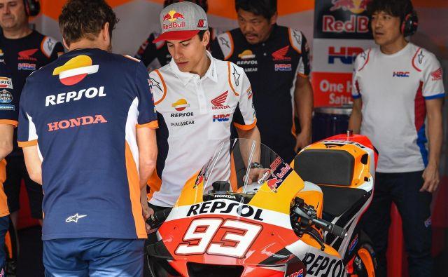 Marc Marquez je moral zaradi epidemije omejiti stike s Hondinimi mehaniki. FOTO: Motogp.com