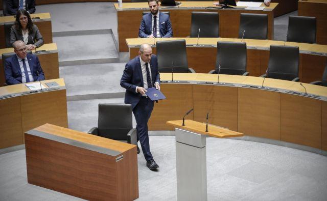 Včeraj ob 20.45, med krizno situacijo, je Slovenija dobila 14. vlado. Foto Uroš Hočevar