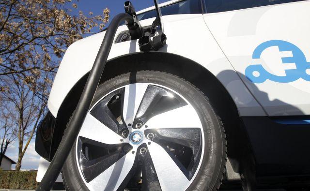 Kdaj bo v Sloveniji razmerje med številom vozil na električni pogon in številom polnilnih mest optimalno? FOTO Mavric Pivk/Delo