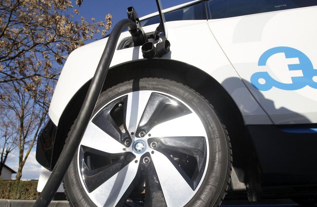 FOTO:Pogoj za hitrejši prehod na e-mobilnost je široka mreža polnilnic