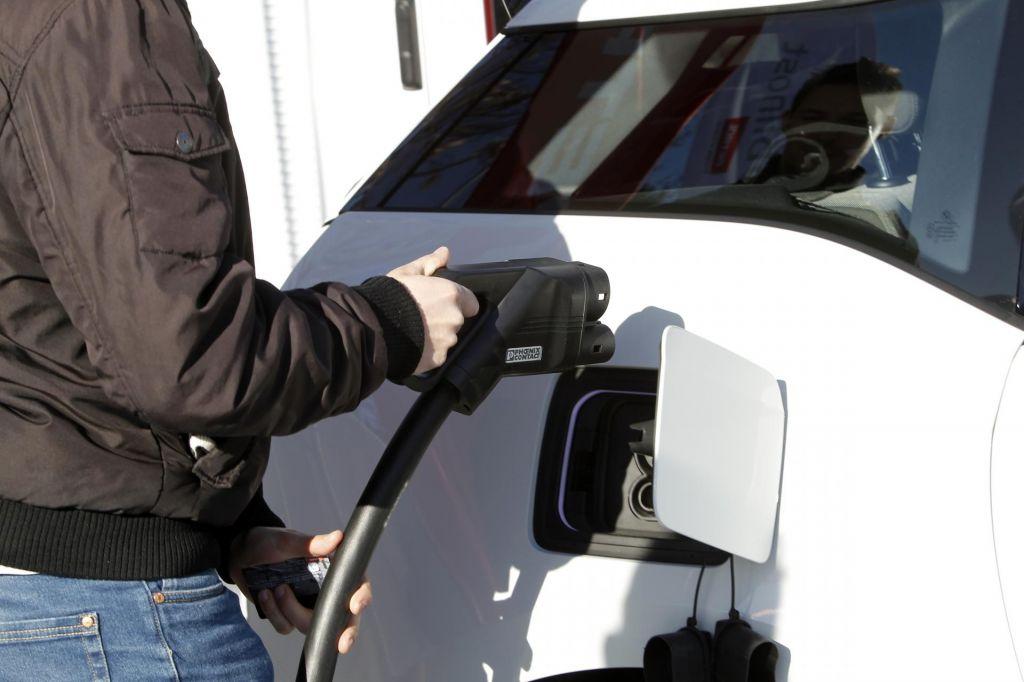 Znižane spodbude za električne avtomobile