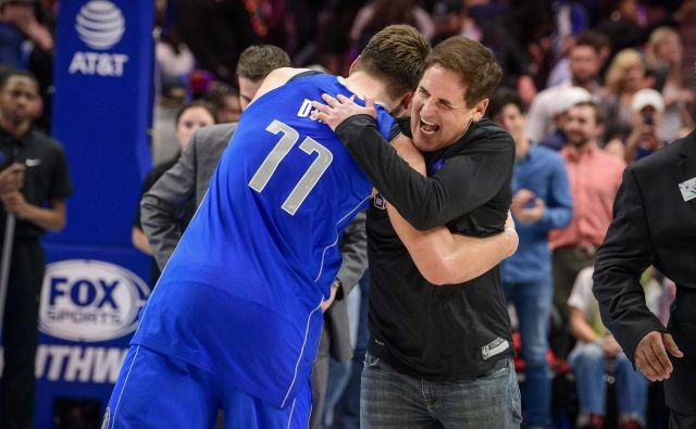 Luka Dončić in lastnik ekipe Dallas Mavericks Mark Cuban. FOTO: Usa Today Sports