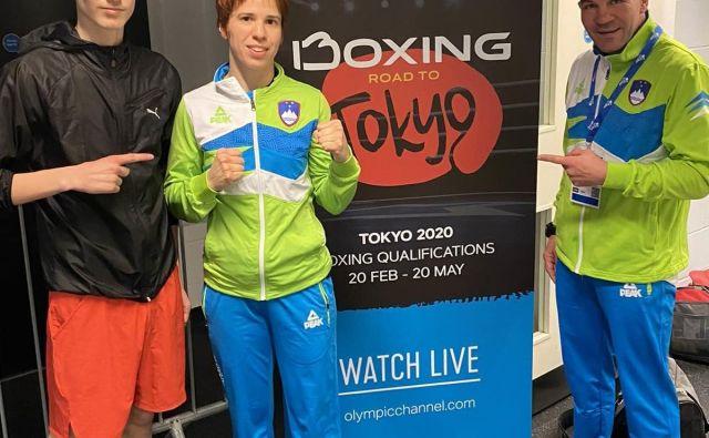 Na turnirju v Londonu se bosta pod vodstvom Dejana Zavca (desno) občinstvu predstavila tudi slovenska boksarja Nik Nikolov Veber (levo) in Vida Rudolf. FOTO: BZS