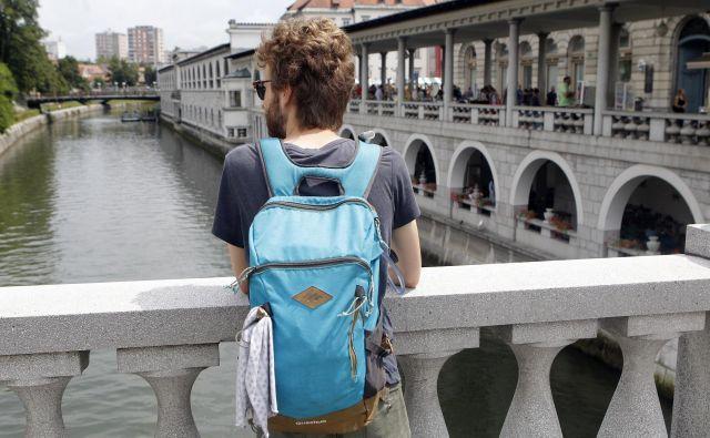 Da se je Ljubljana izpraznila, zelo občutijo tudi ponudniki nastanitev prek airbnb. Sezono bodo poskušali nadomestiti s ponudbami v zadnjem trenutku ali preusmeritvijo v dolgoročni najem. FOTO: Mavric Pivk