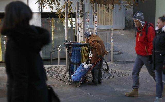 Z današnjim dnem so se morali zapreti tudi dnevni centri za brezdomce. FOTO: Leon Vidic/Delo