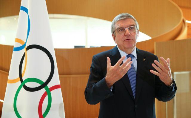 Thomas Bach je predolgo odlašal z odločitvijo o zamiku olimpijskih iger v Tokiu. FOTO: Reuters