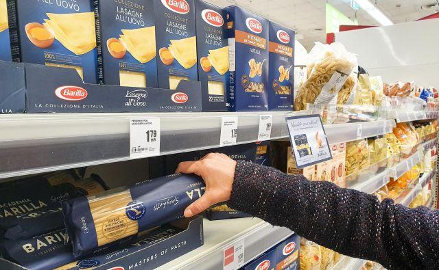 Kljub izrednim razmeram kupujmo le, kar bomo res porabili. FOTO: Marko Feist