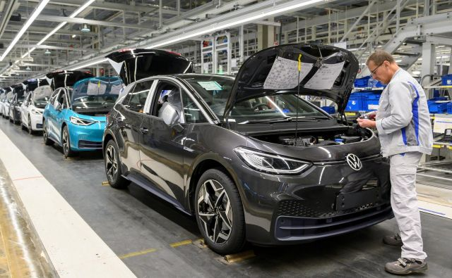 Obseg proizvodnje avtomobilov v Nemčiji se je lani skrčil za 11,5 odstotka, kar je največ v EU za Dansko.<br /> FOTO: Reuters