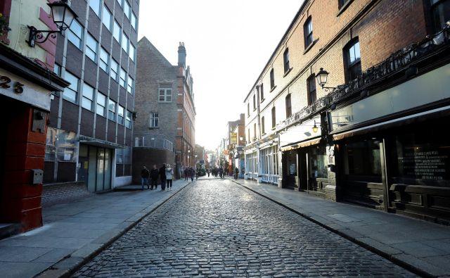 Usihanje dejavnosti. V Dublinu so zaprli pube. Širjenje koronavirusa ima velike negativne učinke na številne gospodarske panoge. FOTO: Lorraine O'Sullivan/Reuters