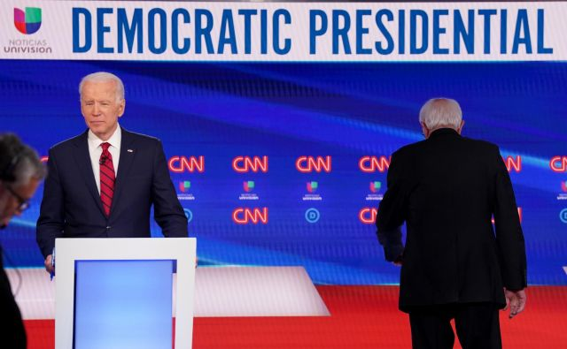 Preostala demokratska predsedniška kandidata Joe Biden in Bernie Sanders. FOTO: Kevin Lamarque/Reuters