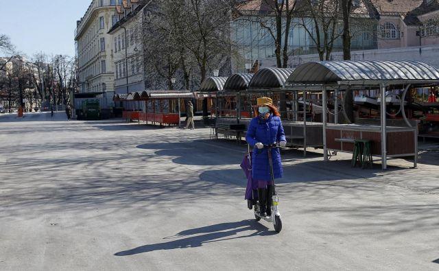 Zaradi koronavirusa se je tudi v Sloveniji življenje ustavilo. FOTO: Blaž Samec/Delo