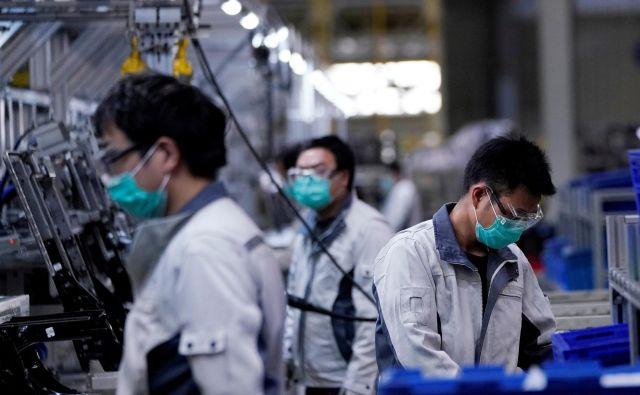Ekonomisti v vrhu kitajske politike epidemijo novega koronavirusa opisujejo kot priložnost za državo, da se resno loti reform različnih gospodarskih sektorjev. FOTO: Reuters