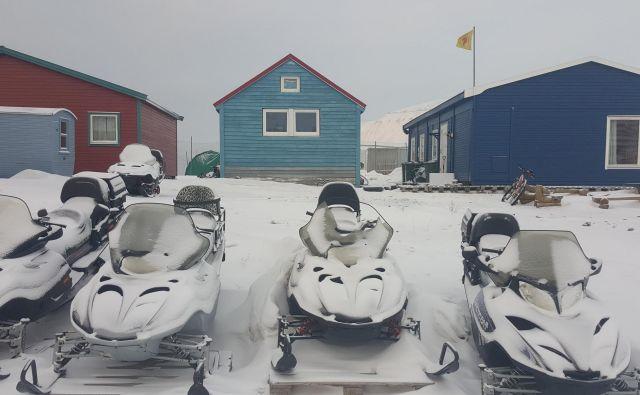 Snežne sani so glavno prevozno sredstvo.FOTO: Maja Prijatelj Videmšek
