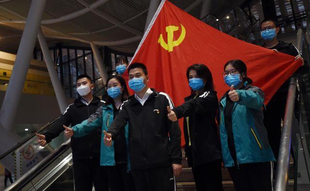 Za Kitajsko je najhujše mimo in zdaj si poskuša oprati ime, krizo hoče izkoristiti za povečanje svojega vpliva. FOTO: Stringer/Reuters