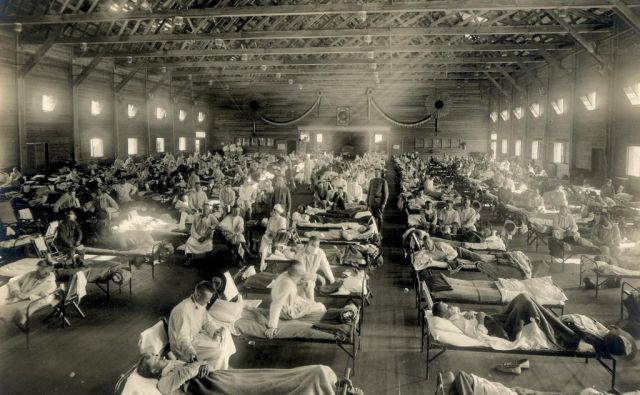 Oboleli za špansko gripo v vojaški bolnišnici Camp Funston v Kansasu. FOTO: National Museum Of Health And Medicine